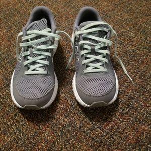 New Balance 420v4 Women's Running Shoes Size 7